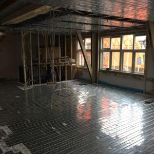 Plafond en wandverwarming in aanbouw.